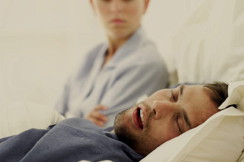 ¿Roncas o haces pausas en la <br>respiración mientras dormís?